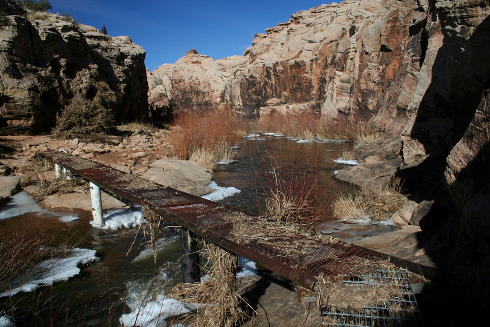 canyon creek black dating site Horseshoe canyon contains the finest barrier style native  the trail reaches the canyon bottom 1 1/4 miles from the trailhead and follows barrier creek.